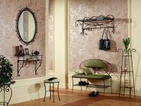 Металлическая мебель и аксессуары в интерьере квартиры