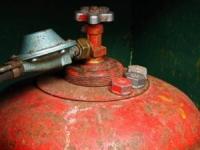 В Удмуртии пожарными было извлечено из пылающего дома три газовых баллона